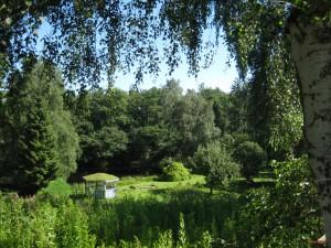 udsigt mod pavilion og sø